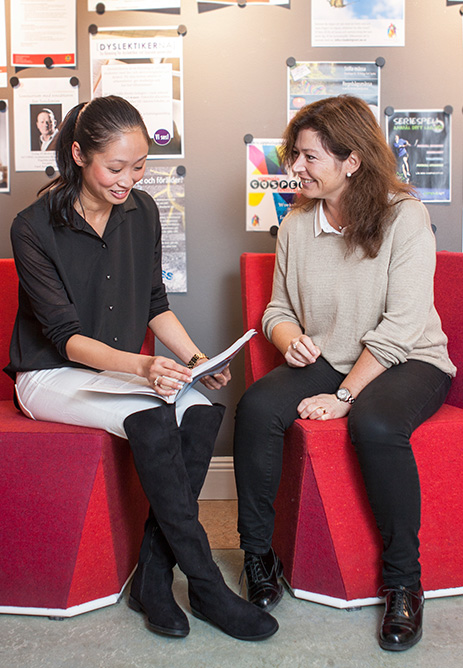 A student talking to a study and career advisor